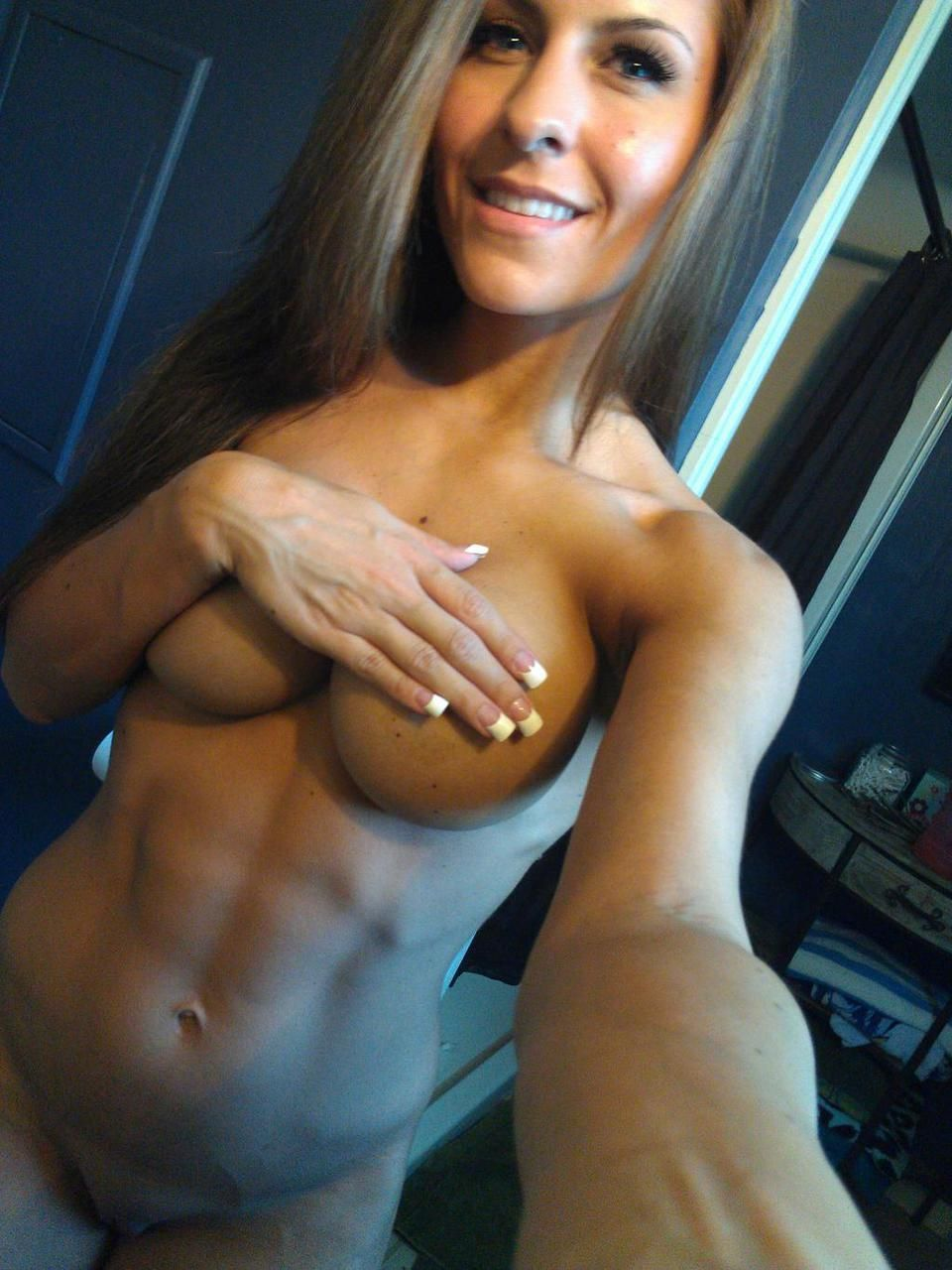 Top 10 Naked Selfies In The Bedroom - Selfie Swiper